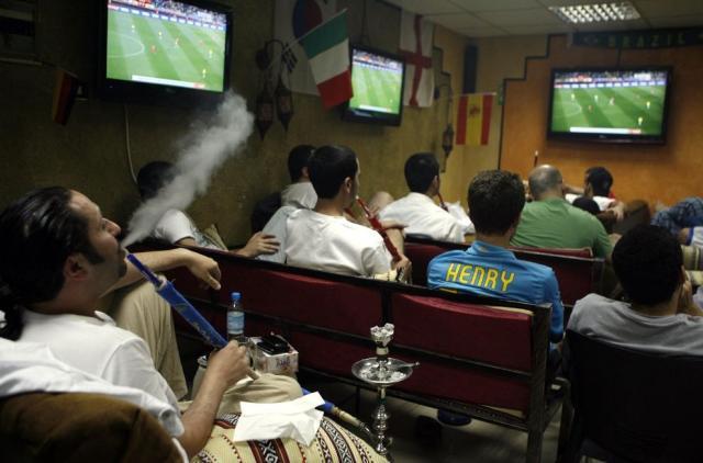 coupe du monde 2010 / pipe à eau / thierry henry